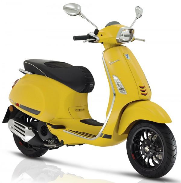 De Vespa Sprint S in matgeel, giallo mat is scherp geprijsd leverbaar bij de enige officiele Vespa dealer van Alphen aan den Rijn; Van der Louw tweewielers.
