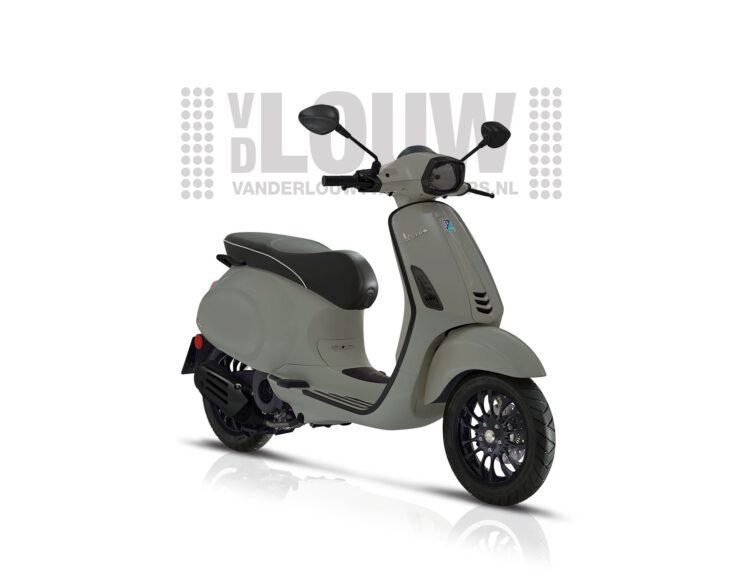 De Vespa Sprint Nardo Grey is leverbaar bij de enige officiele Vespa dealer van Alphen aan den Rijn; Van der Louw tweewielers.