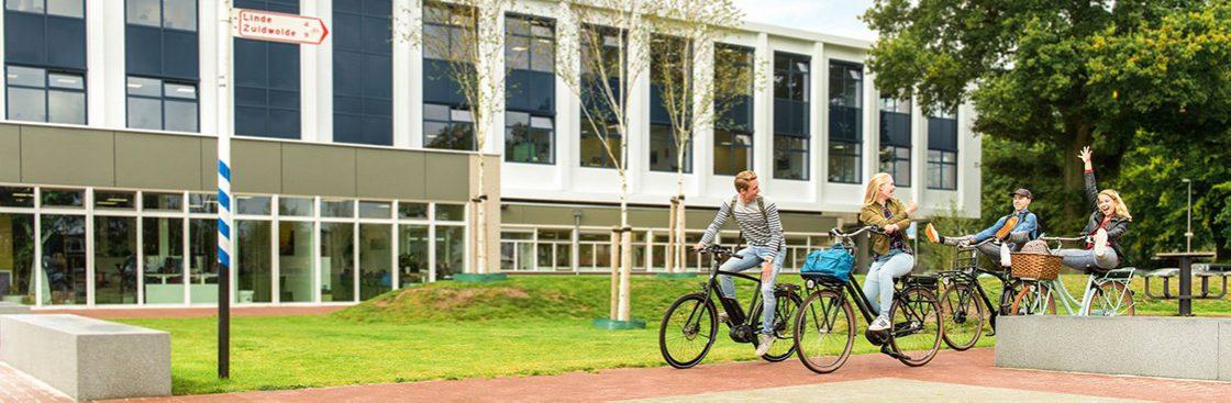 Banner voor de Unigarant fietsverzekering met schoolkinderen op de fiets