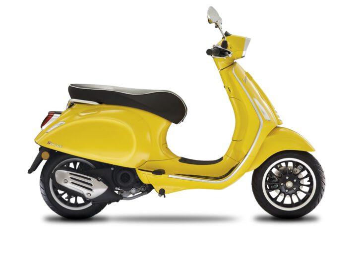 De Vespa Sprint in is scherp geprijsd leverbaar bij de enige officiele Vespa dealer van Alphen aan den Rijn; Van der Louw tweewielers.