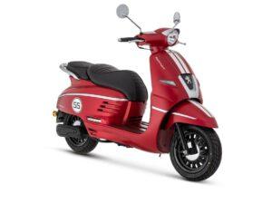 De Peugeot Django cherry red is scherp geprijsd leverbaar bij de enige officiële Peugeot dealer van Alphen aan den Rijn; Van der Louw tweewielers.